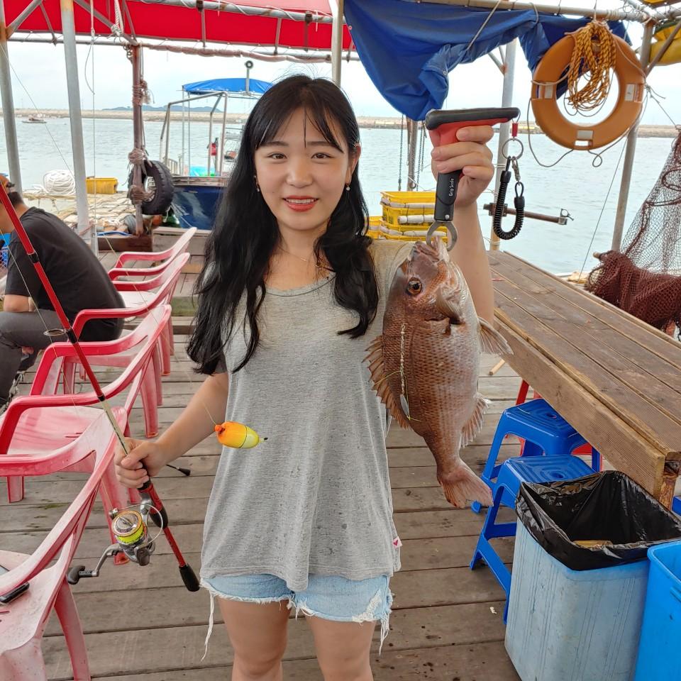 민어가3마리나!! 미녀들앞에 물고기는 많습니다!!